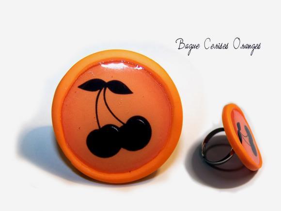 bague cerises pop, bague créateur, bijoux fimo, bijoux pop, bague orange, motif cerises, cerises noires, miss cook